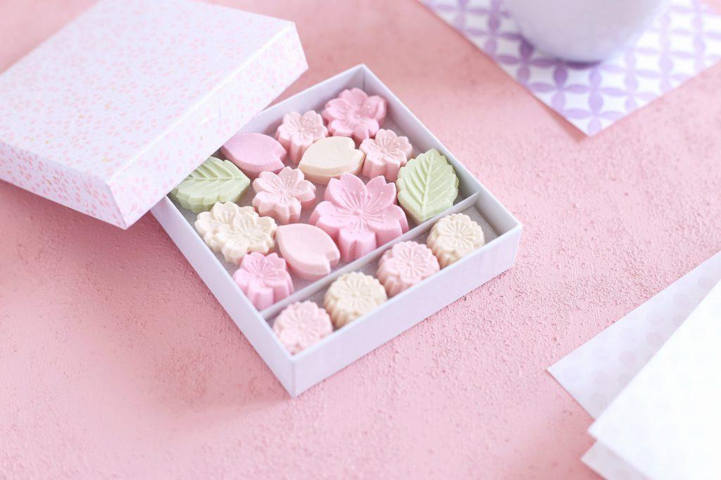 春らしい桜の干菓子